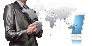 Zakenman die met digitaal voorwerp, bedrijfsglobalisering werken stock afbeelding