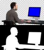 Zakenman die met een computer, Alpha Channel werken Blue Screen-Prototypevertoning stock afbeeldingen