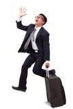 Zakenman die met koffer lopen en smartphone gebruiken stock afbeelding