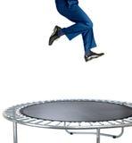 Zakenman die op een trampoline op wit stuitert Royalty-vrije Stock Foto