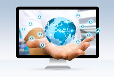 Zakenman die van computer ontsnappen die op Internet surfen Stock Afbeelding