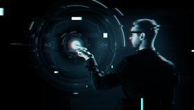 Zakenman die vinger richten aan virtuele projectie Royalty-vrije Stock Afbeeldingen