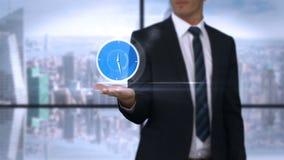 Zakenman die virtuele wekker houden stock footage