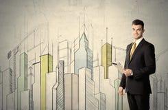 Zakenman die zich met getrokken cityscape bevinden Royalty-vrije Stock Afbeeldingen