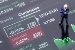 zakenman die zich op de forex grafiek bevinden Stock Foto