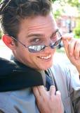 Zakenman die zonnebril draagt Royalty-vrije Stock Foto's