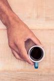Zakenman die zwarte koffie houden Royalty-vrije Stock Foto
