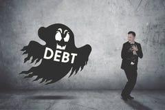 Zakenman door een spook dat van de schuldcollector wordt achtervolgd Stock Foto