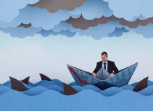 Zakenman door haaien in stormachtige overzees wordt omringd die Royalty-vrije Stock Foto's
