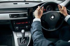 Zakenman Driving Car stock foto's