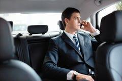 Zakenman in een auto Stock Foto's