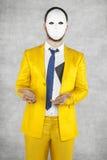Zakenman in een gouden kostuum beweren, die dat hallo geen B ontving royalty-vrije stock afbeeldingen