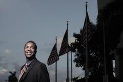 Zakenman en Amerikaanse Vlaggen Stock Fotografie