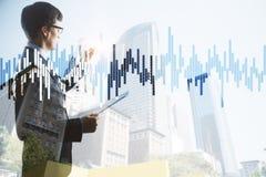 Zakenman en bedrijfsgrafiek Stock Foto