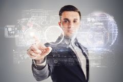 Zakenman en futuristisch virtueel technologieconcept Stock Foto's