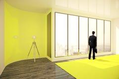 Zakenman in geel binnenland Stock Afbeelding