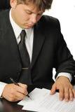 Zakenman het het ondertekenen contract Stock Foto
