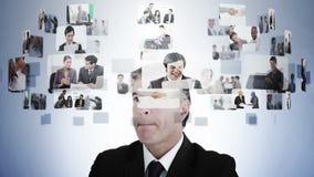 Zakenman het nadenken diverse bedrijfssituaties stock video