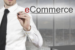 Zakenman het schrijven elektronische handel in de lucht Stock Afbeelding