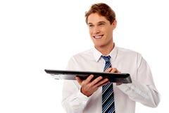 Zakenman het typen op toetsenbord Stock Afbeelding