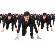 zakenman klaar om met concurrent te lopen Stock Afbeelding