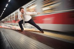 Zakenman laat aan metro stock fotografie
