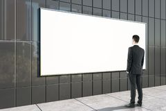 Zakenman Looking At Billboard royalty-vrije stock foto's