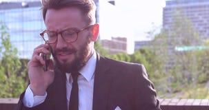 Zakenman met baard stock video