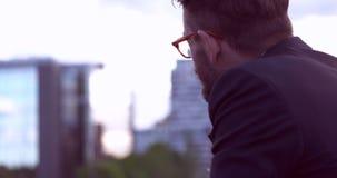Zakenman met baard stock videobeelden