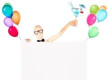 Zakenman met banner, ballons en cocktail Stock Afbeeldingen