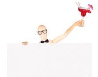 Zakenman met banner en cocktail Royalty-vrije Stock Fotografie