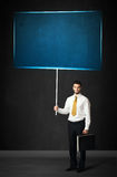 Zakenman met blauwe raad Stock Foto