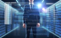 Zakenman met codage op het virtuele scherm stock foto's