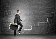 Zakenman met de aktentas financiële groei Stock Afbeelding