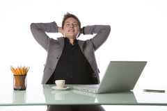 Zakenman met een laptop computer Stock Foto