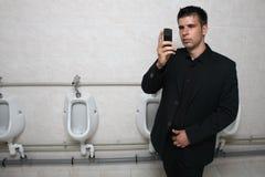 Zakenman met een mobiele telefoon royalty-vrije stock foto