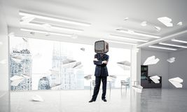 Zakenman met een oude TV in plaats van hoofd Royalty-vrije Stock Foto