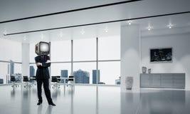 Zakenman met een oude TV in plaats van hoofd Royalty-vrije Stock Foto's