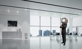 Zakenman met een oude TV in plaats van hoofd Stock Afbeelding