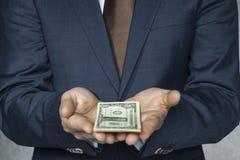 Zakenman met geld op hand Royalty-vrije Stock Foto's