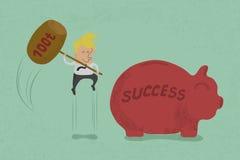 Zakenman met hamer ongeveer om spaarvarken aan succes te breken Royalty-vrije Stock Afbeeldingen
