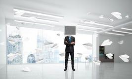 Zakenman met monitor in plaats van hoofd Stock Afbeelding