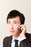 Zakenman met slimme telefoon Stock Foto's