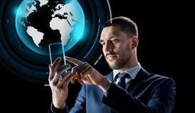Zakenman met smartphone en virtuele bol Stock Foto