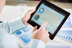 Zakenman met tablet Royalty-vrije Stock Afbeeldingen