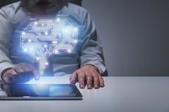 Zakenman met tablet bij lijst, AI concept royalty-vrije stock afbeelding