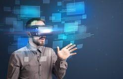 Zakenman met virtuele werkelijkheidsbeschermende brillen Royalty-vrije Stock Afbeelding