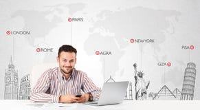 Zakenman met wereldkaart en belangrijke oriëntatiepunten van de wereld Stock Foto