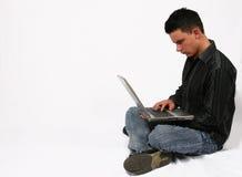 Zakenman met zijn laptop stock fotografie