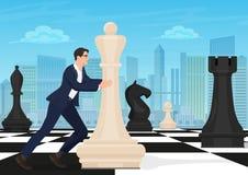 Zakenman op de schaakraad De speler bewegend cijfer van het mensenschaak aangaande schaakbord met de moderne stadsachtergrond Zak royalty-vrije illustratie